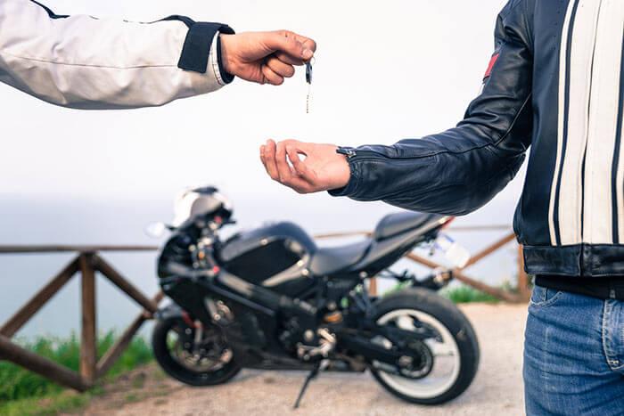 変更 中型 バイク 名義